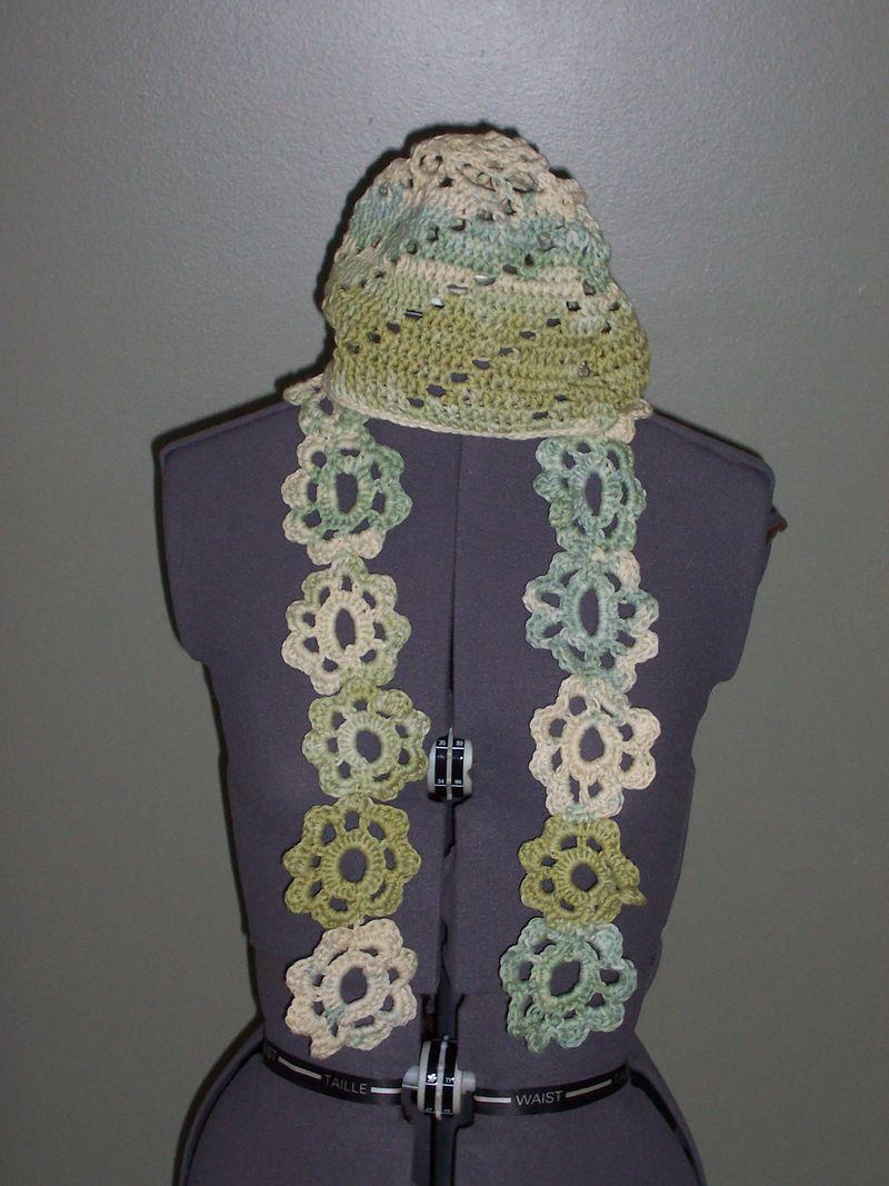 Flower Stripe Crochet Scarf Pattern from SweaterBabe.com